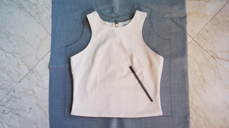 1. Trace the shape of the racer front top, leaving a few centiemtres of space.